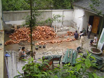 Escola em reconstrução.